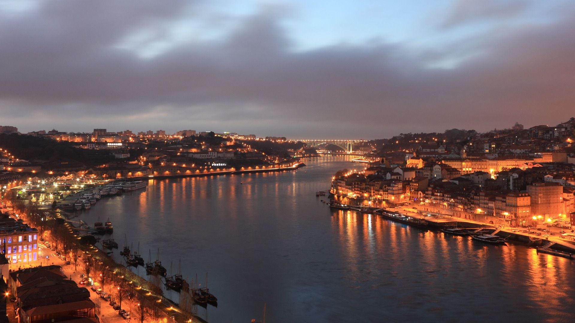 Douro river at night